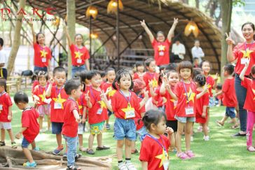 Children Play Cheerfully at Longlink Water Puppet Theatre